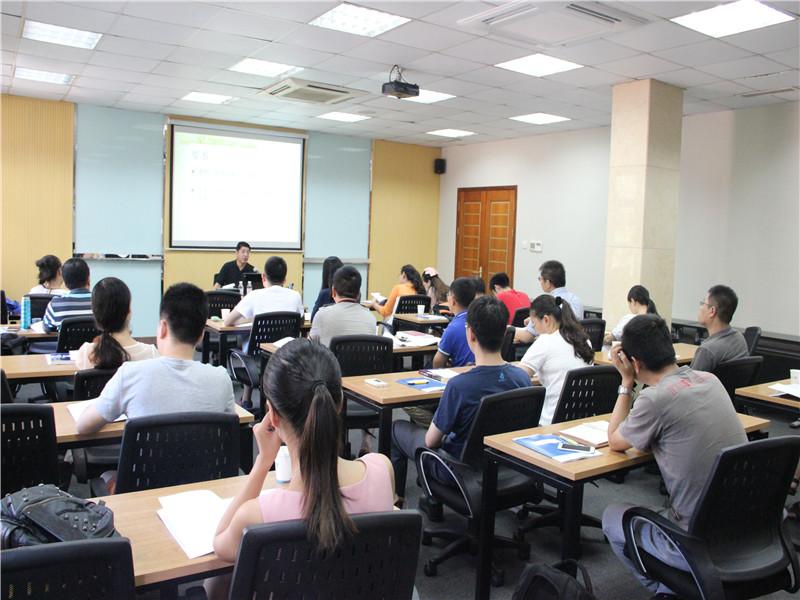 山东大学在职研究生罗新华老师上课图